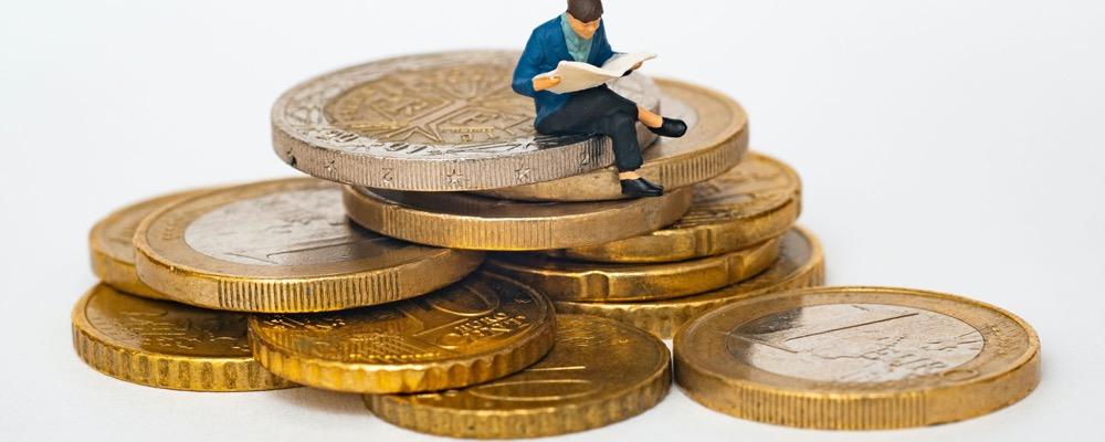 Le collaborateur paie est responsable de l'établissement de documents relatifs à la paie.