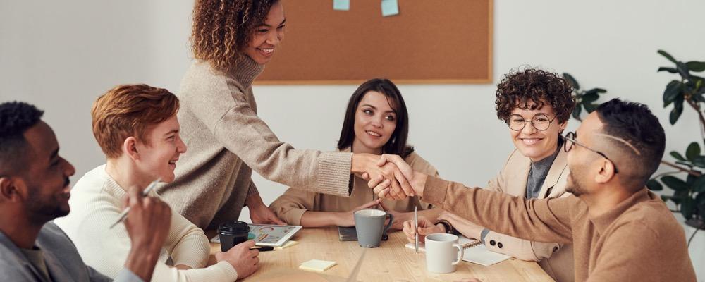 Le gestionnaire formation gère les projets financiers et veille au respect des normes fiscales en vigueur dans l'entreprise.
