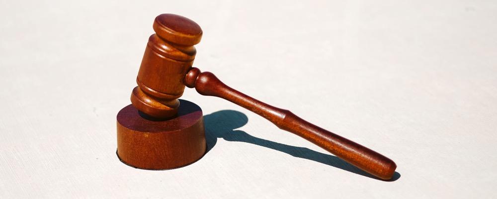 Le juriste contentieux est responsable du respect des dispositions légales de l'entreprise qui l'emploie.