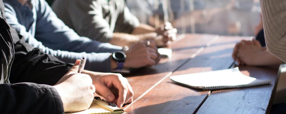 Le responsable de la communication interne joue un rôle d'interface au sein de l'entreprise et entre les différents services.