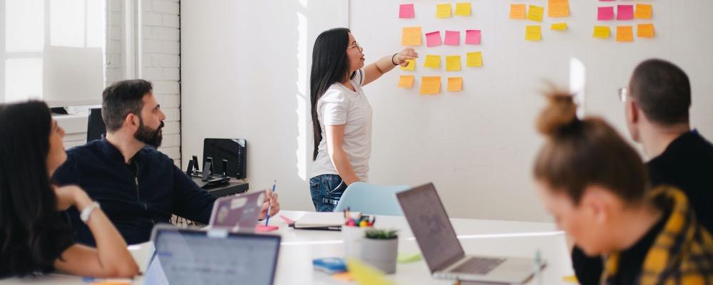 Le responsable de la marque employeur fidélise les employés et assure la promotion de l'image de l'entreprise.