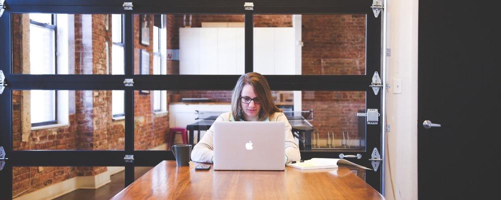 Le responsable paie et administration du personnel est chargé des démarches techniques et administratives en lien avec la paie des salariés de l'entreprise.