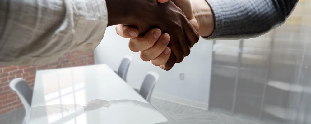 Le responsable recrutement pilote la stratégie de recrutement de l'entreprise.